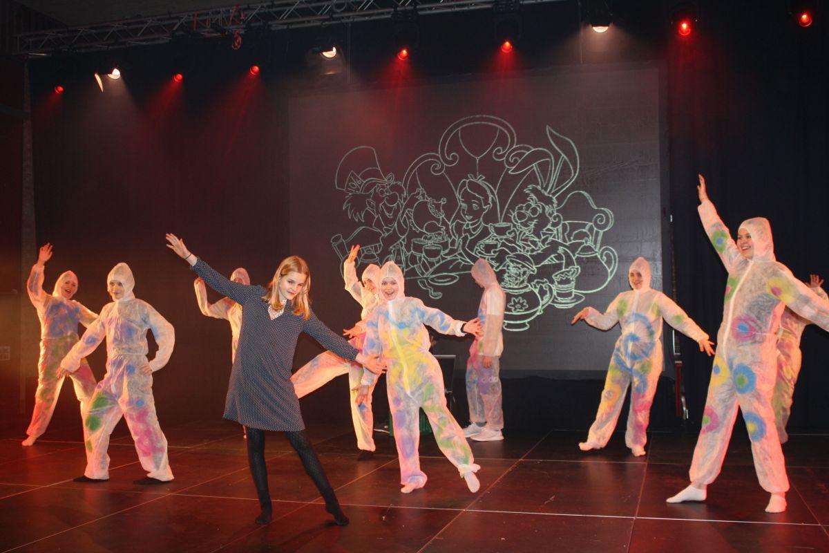 Alice og dansere